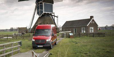 Mercedes-Benz Sprinter, primo contatto del nuovo furgone della Stella