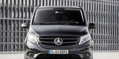 Nuovo Mercedes-Benz Vito, il test drive al Museo dell'Aeronautica