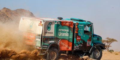 Iveco, lotta nella 'top ten' alla Dakar 2020