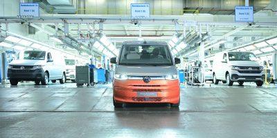 I primi modelli del Nuovo Multivan di Volkswagen in uscita dallo stabilimento di Hannover