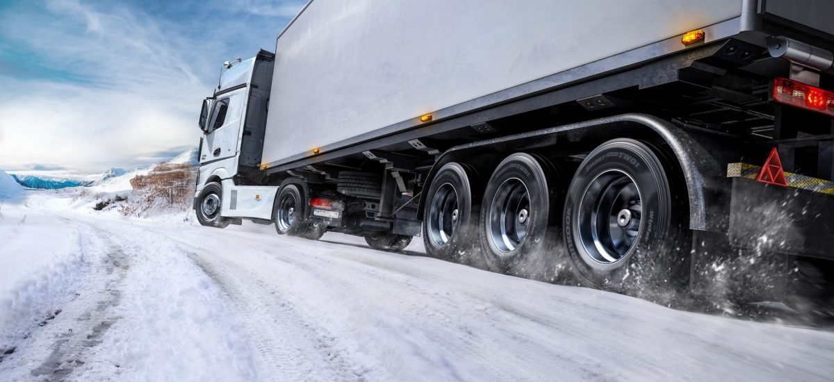 Together with the steering and drive axle treads and the trailer tread from the SmartControl series, Hankook offers its customers a complete reliable winter solution which promises top performance on ice and snow