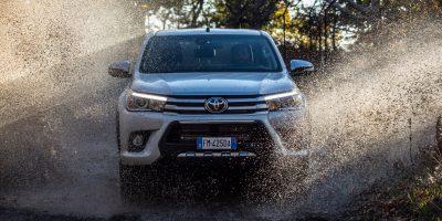 Toyota Hilux Invincible50: foto, dati e prezzi
