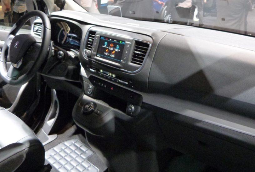 Peugeot traveller al salone di parigi 2016 mezzi commerciali for Interni salone